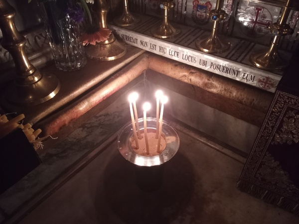 candles in holy sepulcher